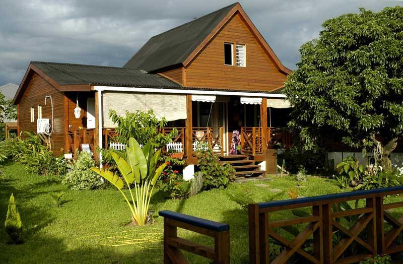 Concept habitat bois industrie fabrication de maison ossature bois la r union for Maison de la reunion